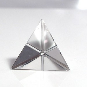 水晶4面体カット(czcu101-1)
